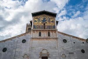 la basílica de san frediano en lucca foto