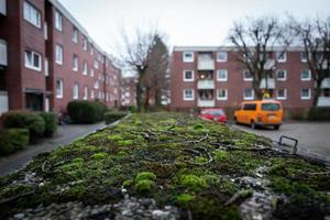 Contenedores de basura viejos en el área de wilhelmshaven wiesenhof foto
