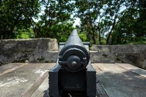 un cañón en un fuerte en tainan en taiwán foto