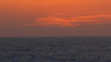 en vacker strandsolnedgång. video