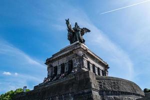 la estatua de william en koblenz foto