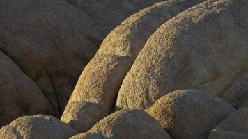rochers dans un désert montagneux. video