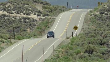 voitures sur une route panoramique. video