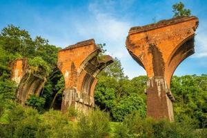 ruinas del puente long-teng, condado de miaoli, taiwán foto