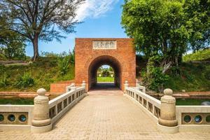 entrada del eterno castillo dorado, tainan, taiwán foto
