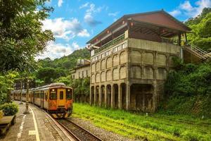 Ferrocarril Jingtong en la ciudad de New Taipei, Taiwán foto