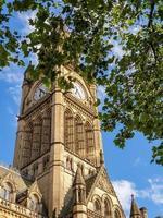 torre del reloj del ayuntamiento de manchester, inglaterra. foto