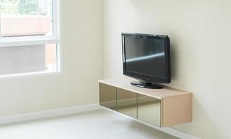 sala de estar moderna - pared con tv foto
