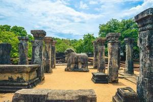 la cámara del consejo del rey nissanka malla en polonnaruwa, sri lanka foto