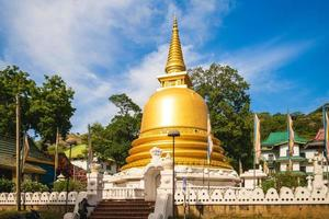 sath paththini devalaya del templo dorado de dambulla en dambulla, sri lanka foto