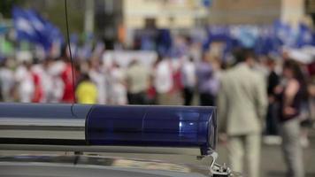 police uniforme sécurité danger sécurité bâtiment lignes noires porte de voiture urgence video