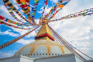 Estupa boudha también conocida como boudhanath en Katmandú, Nepal foto