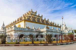 Monasterio de atumashi en mandalay, myanmar foto