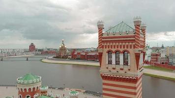 argine bruges a yoshkar-ola. russia, repubblica di mari el. estate aerea, giornata nuvolosa video