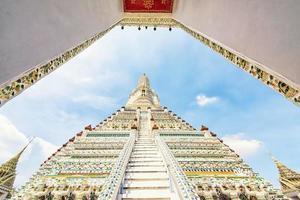Wat Arun temple in Bangkok, Thailand photo