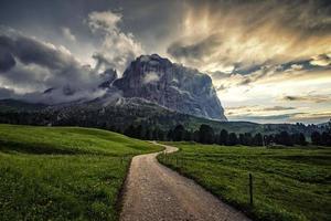 Dolomitas paisaje patrimonio mundial de la unesco en Tirol del Sur, Italia foto