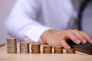 concepto de ahorro de dinero, concepto de crecimiento financiero y de la inversión, finanzas comerciales y concepto de ahorro de dinero foto