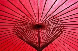 paraguas rojo de papel de aceite foto