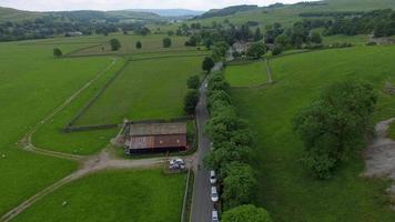 luchtfoto van een groen landschap. video