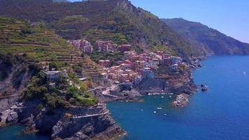 vue aérienne de manarola, cinque terre, italie. video