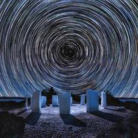 corona de limenaria, rastro de estrellas, fotografía nocturna, metalia, thassos, grecia. foto