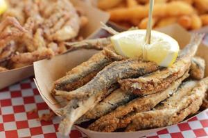 anchoas fritas típico de españa pescadito frito foto