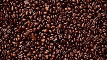 de arriba hacia abajo granos de café enteros video