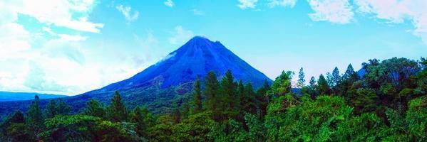 volcán arenal en costa rica foto