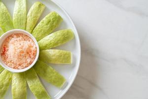 salsa de guayaba con chile y sal foto
