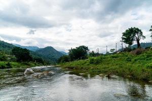 kiriwong village: uno de los mejores pueblos al aire libre de tailandia y vive en la antigua cultura tailandesa. ubicado en nakhon si thammarat, tailandia foto