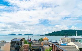 Vista de la ciudad de Songkla con bahía en Tailandia foto