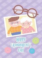 feliz día de los abuelos, abuelo y abuela juntos foto con gafas y botones decoración tarjeta de dibujos animados vector