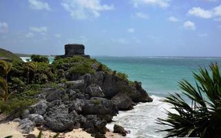 vista de la ciudad antigua en la playa foto