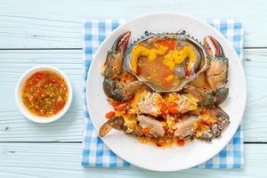 huevos de cangrejo en escabeche con salsa foto