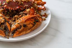 cangrejo salteado con sal picante y pimienta foto