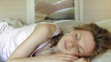 mañana despertar a las mujeres en la cama video