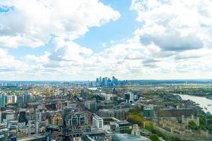 Vista aérea de la ciudad de Londres con el río Támesis. foto