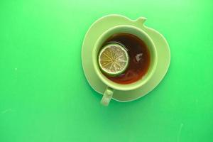 Vista superior de una taza de té de limón con espacio de copia foto