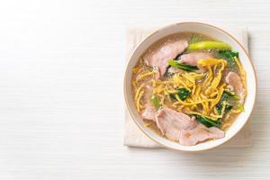 Crispy noodles with Pork in Gravy Sauce photo