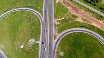Toma aérea de intercambio de carreteras video