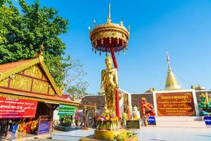 wat phra that doi kham templo de la montaña dorada foto