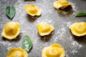 pasta ravioles italianos tradicionales foto