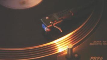 toca-discos de agulha dj video