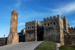 Puerta del castillo de Rabati en Georgia, hito histórico foto