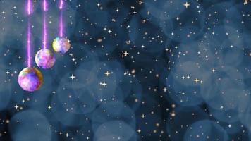 Weihnachtsthema bunte Lichtkugeln hängen an der Decke und verwischen Bokeh dunkelblaues Licht blinken mit Schnee und Glod Sterne fallen Hintergrund video
