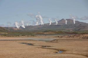 Campo de fumarolas namaskard en namafjall, Islandia foto