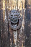 martinete de puerta vintage en forma de león foto