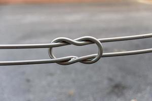 Detalle de una barandilla de hierro pública foto