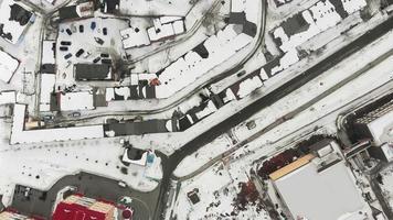 maison de ville filmant une vue aérienne sur la ville video
