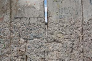 Detalle de los restos del muro de Berlín en Berlín, Alemania foto